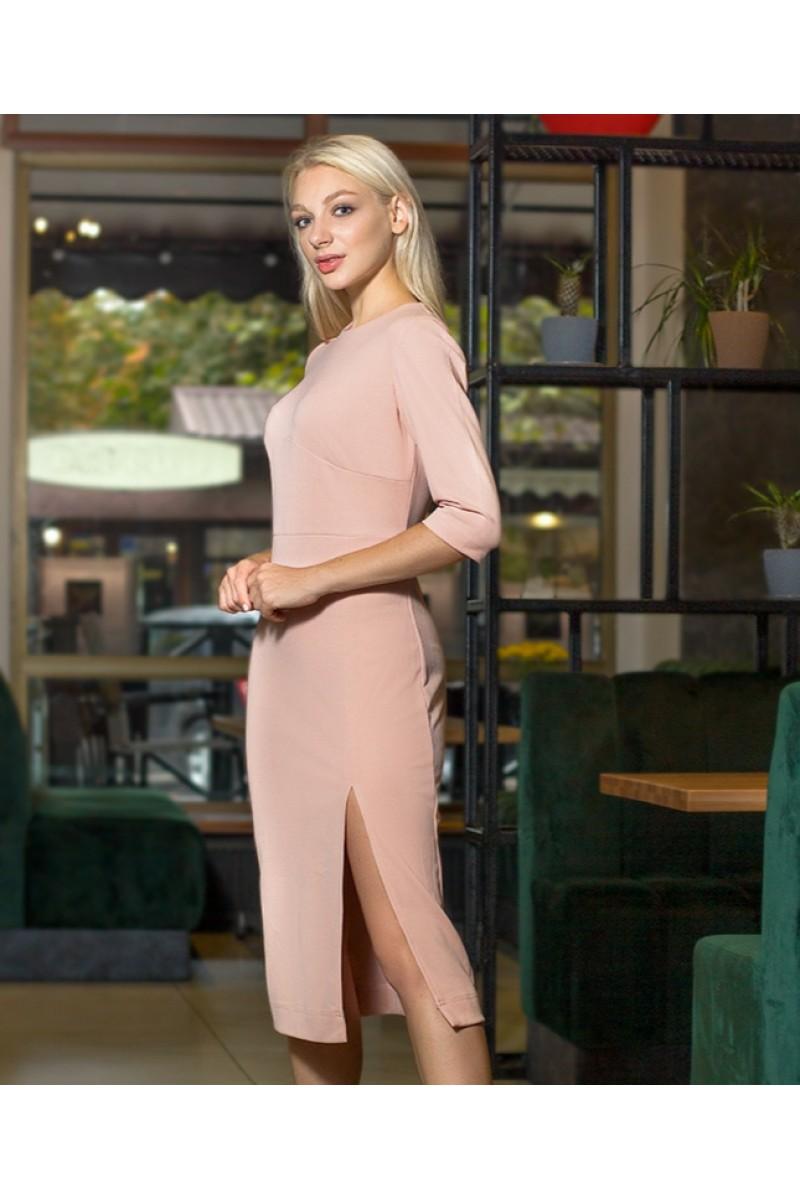 Сукня жіноча з розрізом по переду нижче коліна кольору пудра