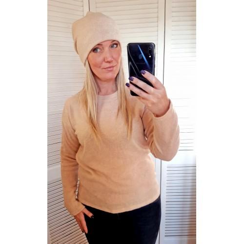 Жіночий светр з ангори бежевий