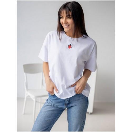 Жіноча футболка з вишивкою біла вільного крою