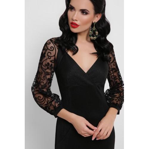 Чорна сукня з декольте і гіпюровими рукавами