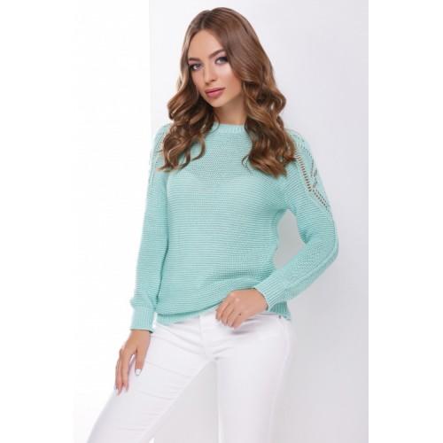 В'язаний жіночий светр з ажурними елементами на плечах м`ятний