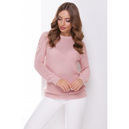 В'язаний жіночий светр з ажурними елементами на плечах пудровий