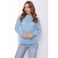 В'язаний жіночий светр з ажурними елементами на плечах блакитний