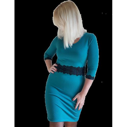 Женское силуэтное платье c кружевом на талии
